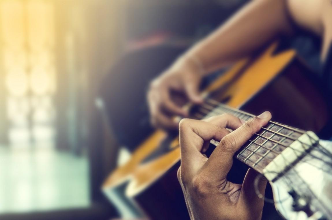 AdobeStock_92484992 Guitar1