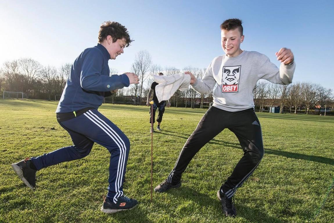 Esbjerg Akademi to drenge der leger