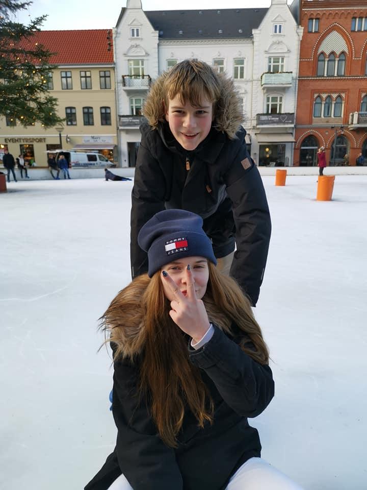 Unge på Skøjtebanen i Esbjerg