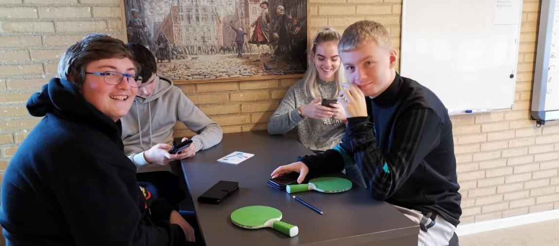 Glade elever i fællesrummet