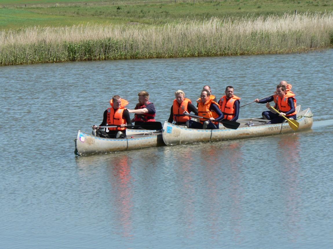 Kano med passagerer