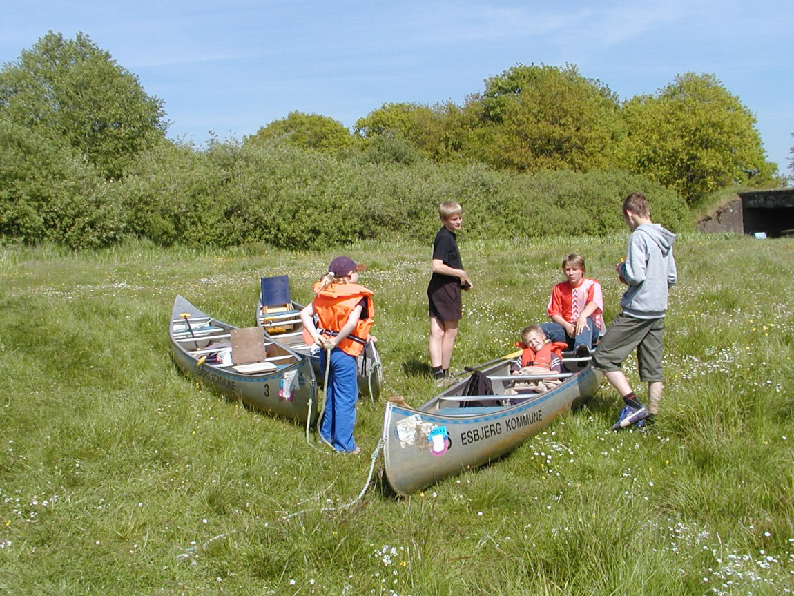Børn ved kanoer